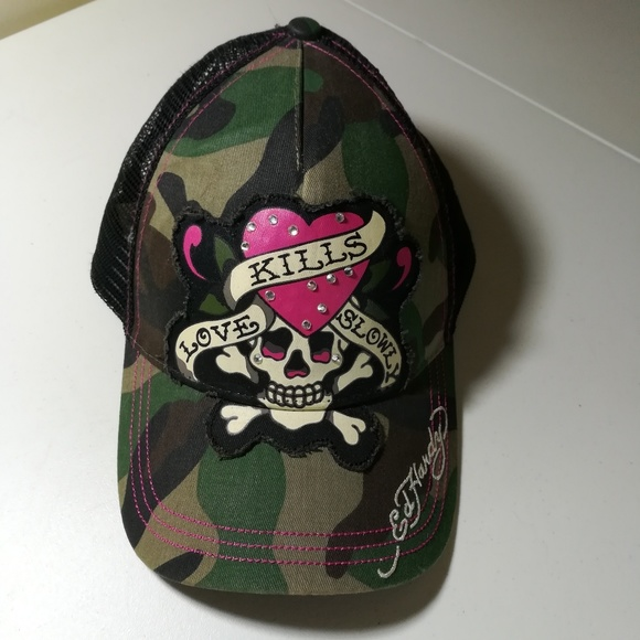 3b0eeadc2ce Ed Hardy Accessories - Ed Hardy camo skull and crossbones snapback hat